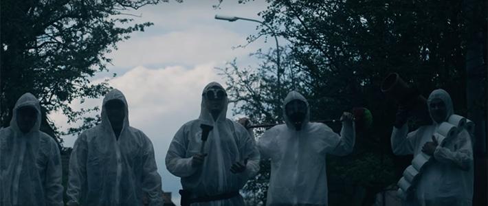 GUTALAX combate a un grupo de <em>mierzombies</em> en su nuevo videoclip
